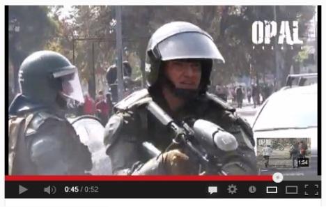 Vídeo policía disparando a corta distancia y riéndose